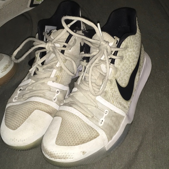 reputable site 4959c 6050c Kyrie 3s all white